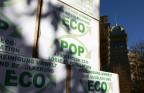 Man sieht Kisten mit Unterschriften für die «Ecopop-Initiative».