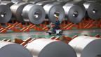 Arbeiter in einer Stahlfabrik in China.