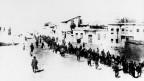 Diese Armenier sollen dem Tod entgegen marschiert sein.