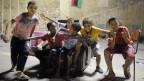 Kinder spielen auf dem Märtyrerplatz (ehemals Grüner Platz) im Zentrum von Tripolis