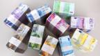 Stapel mit verschiedenen Schweizer Banknoten.