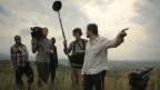 "Der Regisseur Milo Rau bei Dreharbeiten zum Dokumentarfilm ""Das Kongo Tribunal"" mit seinem Filmteam im Ostkongo"