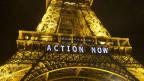 Eiffelturm mit Plakat: «Act Now»
