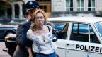 Die Festnahme von Lina ist der Anfang einer lebenslangen Tortur.