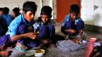 Indien wehrt sich trotz weit verbreiteter Mangelernährung gegen eine zu starken Eingriff der Nahrungsmittelindustrie.