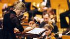 Dirigentin Inma Shara während eines Konzertes.