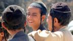 Eine Gruppe Knaben, die yemenitische Juden sind.