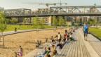 Früher verwilderte Bahnlandschaft, heute geräumiger Begegnungsort: der Park am Gleisdreieck in Berlin.