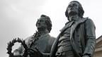 Schiller (rechts) neben seinem Dichterfreund Goethe.