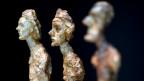 Im Fokus stehen Giacomettis Werke aus Gips, Stein, Ton und Bronze.
