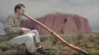 Ein Hauch Australien auf Schweizer Strassen: Ralf Härtter spielt Didgeridoo.