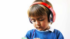 Junge mit Kopfhörer