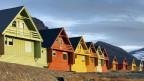 Einge Häuser in Longyearbyen sind aufgrund des Klimawandels nicht mehr bewohnbar.