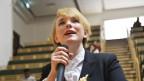 Tansy Hoskins ruft zur Revolution im Geschäft mit der Mode auf.