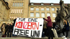 Studenten protestieren 2013 gegen den Sponsoringvertrag zwischen der Universität und der UBS.