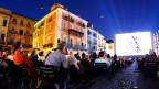 Zuschauer auf der Piazza Grande am Filmfestival Locarno