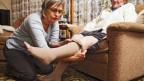 Das manchmal konfliktträchtige späte Miteinander von alten Kindern und ihren betagten Eltern ist salonfähig geworden.