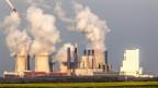 Braunkohlekraftwerk der RWE in Neurath, Deutschland