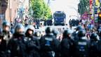 Polizistinnen und Polizisten müssen immer wie mehr Anforderungen gerecht werden und kommen physisch und psychisch an ihre Grenzen.