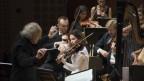 Die Violinistin Patricia Kopatchinskaja spielt mit dem Orchester der LUCERNE FESTIVAL ACADEMY unter der Leitung des Komponisten Heinz Holliger beim diesjährigen Lucerne Festival