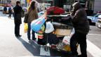 Richard Russo porträtiert in seinen Romanen Menschen, die in amerikanischen Kleinstädten leben ohne Perspektive, ohne Ausbildung und ohne Geld.