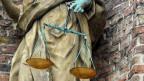 Selbstjustiz ist ein Roman über Recht und Gerechtigkeit.