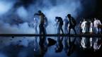 Eine Tanzgruppe performt zu Michael Jacksons «Thriller»