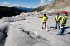 Forscherinnen und Forscher können das Klima vergangener Jahrhunderte anhand der eingekapselter Luft im Gletscher nachzeichnen.