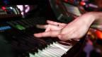 Ein wesentlicher Bestandteil brillanten, hochpolierten Popsongs ist der digitale E-Klaviersound des DX 7-Keyboards, der in hunderten von Songs vorkommt.