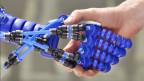 Eine Roboterhand, entwickelt von der Technischen Universität Delft