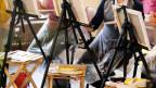Junge Menschen im Kunstunterricht