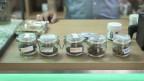 Verschiedene Sorten Cannabis in einem Cannabisshop in Zürich