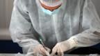Ein Arzt im Labor