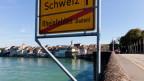 Strassenschild auf der Brücke bei Rheinfelden