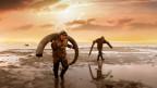 Männer tragen einen Mammutknochen