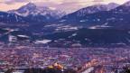 Blick auf Innsbruck mit Bergen im Hintergrund