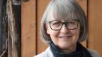 Frau mit grauen Haaren und Brille