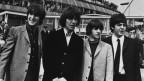 Schwarz-weiss Foto von vier Herren