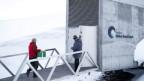 Bunkereingang im tiefen Schnee