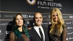 Bundesrat Alain Berset mit Nadine Strittmatter (r.) und Melanie Winiger (l.) Eröffnungsabend des 9. Zurich Film Festival.