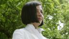 Die Fotografie zeigt das Halbporträt der US-amerikanischen Autorin Donna Tartt.