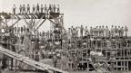 Historisches Gruppenfoto der Arbeiter der Mechanischen Ziegelei in Allschwil um 1898.