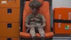 Der verletzte syrische Junge im Rettungswagen.