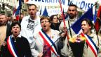 Demonstranten mit französischer Flagge