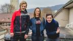Drei junge Menschen lachen in die Kamera