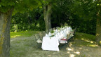 Symbolbild: Ein gedeckter Tisch steht bereit für eine Hochzeitsgesellschaft.