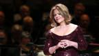 Renée Flemming im Abendkleid auf der Bühne.