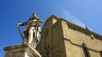 Statue von Ferdinando I. de Medici vor dem Dom in Florenz.