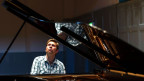 Leif Ove Andsnes spielend an einem Piano