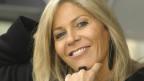 Eine Frau lächelt in die Kamera